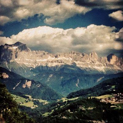 Scendendo dal #Renon #oberbozen #sudtirol #ig_trentinoaltoadige #dolomites #alps #lifeisbeautiful #lifelessordinary #iphonography