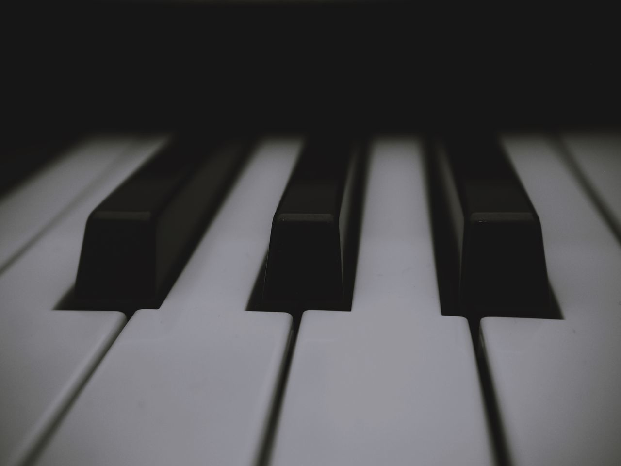 FULL FRAME SHOT OF PIANO