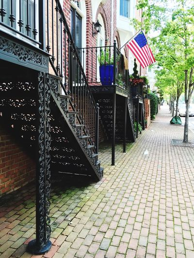Pretty street in old town Alexandria, Virginia Pretty Street Photography Pretty Street Architecture Alexandria, VA Metal American Flag Porch The Architect - 2017 EyeEm Awards