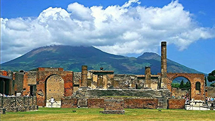 Pompei e il Vesuvio From My Point Of View Archeology Ancient Civilizations Architecture_collection Built Structure Italy 🇮🇹 Colums Travel Destinations Outdoors Building Exterior History Archeologicalsite Archeology Tranquility Illuminated Colour Photography Sky Multi Colored Pompeii  Pompeii Ruins Vesuvio Landscape Beautiful City Vesuvius
