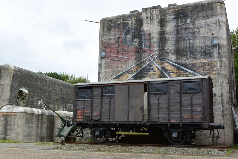 Le chemin vers la déportation. Architecture Blockhaus Built Structure Deportation Memorial No People Outdoors Sky Spot Light  Train Car Wagon