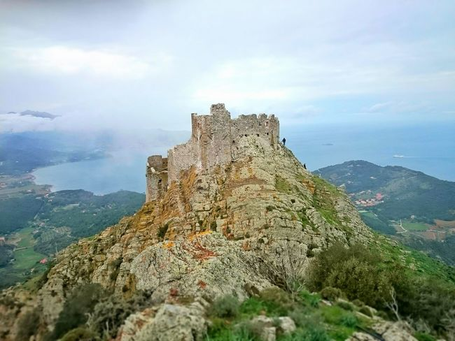 2 days ago we went towards the castle of Volterraio, unfortunately the door was closed but the view was ok! Abandoned Buildings Abandoned Places Castle Ruin Castle View  Castleinthesky Castlerock Panorama View Panoramic Photography Panoramic Landscape Intothewild Mountain View Mountains And Sky Sea And Sky Sea View Island Green Color Grey Sky Sky And Clouds Mountain Top Elba Elba Island  Castle Fortress Stronghold Fortress View