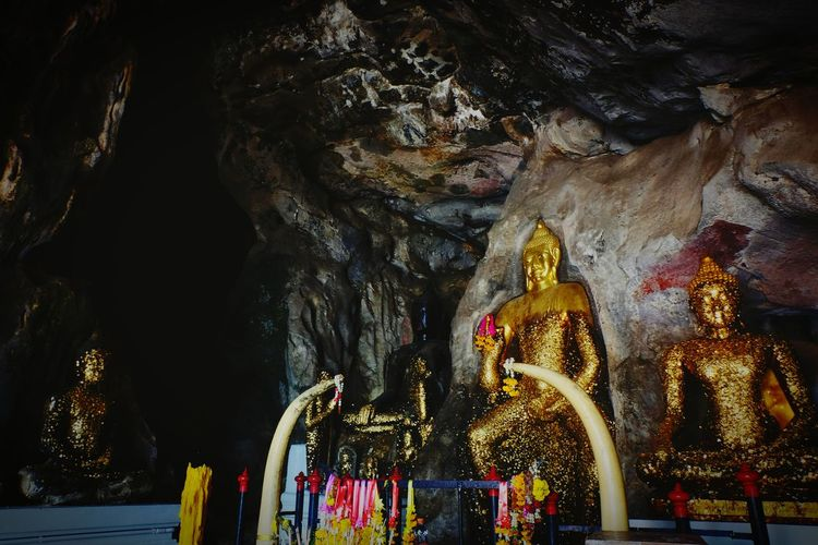 ถ้ำฤาษีเขางู จ.ราชบุรี Religion Statue Sculpture Spirituality Low Angle View No People Indoors  Human Representation Gold Colored Travel Destinations Travel Outdoors Architecture Tham Ruesi Kaongu.