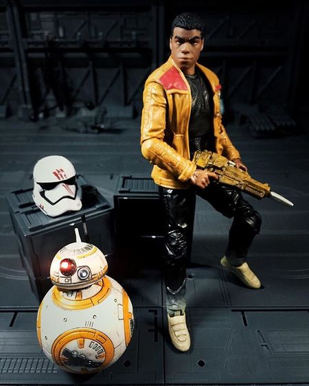 Portrait shot of Finn & BB8. Trying out some new filters from an app which I downloaded today. It's called Priime. HasbroToyPic Starwars TBSFF Starwarstheblackseries Starwarsblackseries Starwars Finn Fn2187 Fn2187isatraitor Johnboyega Bb8