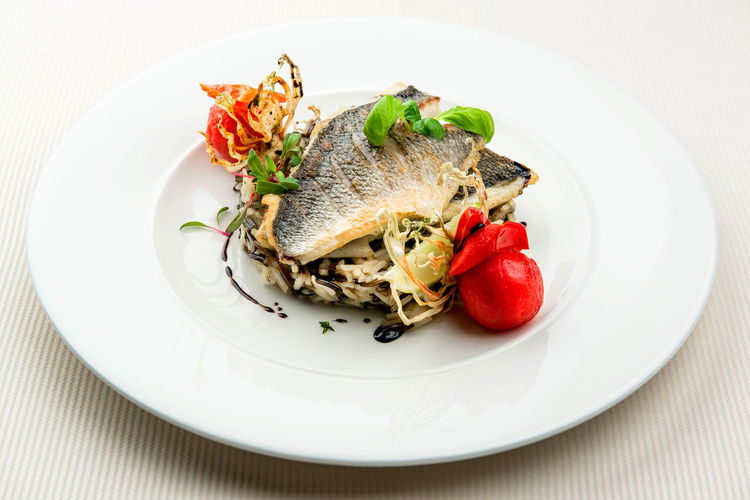 Dorado fillet with white and wild rice Dinner Dorado Fish Meal Time Seafood Delicious Delicious Food Fish Fillet Food Gourmet Healthy Eating Healthy Food Indoors  Main Course No People Plate Portion Ready-to-eat Restaurant Restaurant Food Rise Served On Plate Table Tomato Vegetable Wild Rice