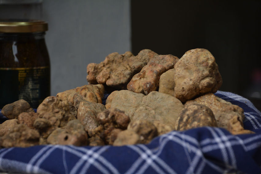 White Truffles Truffles Food And Drink Food Indoors  Freshness Close-up Baked Still Life Bread No People Focus On Foreground Selective Focus Large Group Of Objects Store Snack Ready-to-eat Homemade Brown Container Wellbeing Loaf Of Bread Temptation