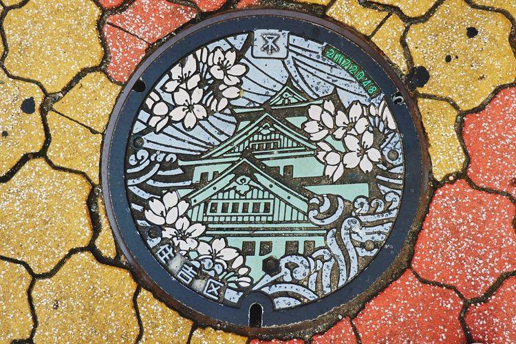 osaka castle Jepang Japan Traveling Art And Craft Pattern No People Geometric Shape Creativity Close-up Design Shape Day High Angle View Representation Street Multi Colored Craft Circle Architecture Window Outdoors Full Frame Mosaic