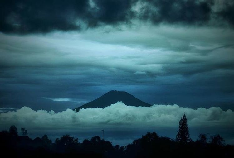 Baby, this is what you came for. Lightning strikes every time she moves. Mt. Sumbing, Central Java Inspired by artwork of the new @calvinharris and @badgalriri new single. Some edit to make it look blue.. 😂 Calvinharris Rihanna Blue Mountain Shade Shilouette Storm Photography Journal Nature Mycanon TeamCanon Canonid Canonasia Canon EOS Canoneos 600D Throwback
