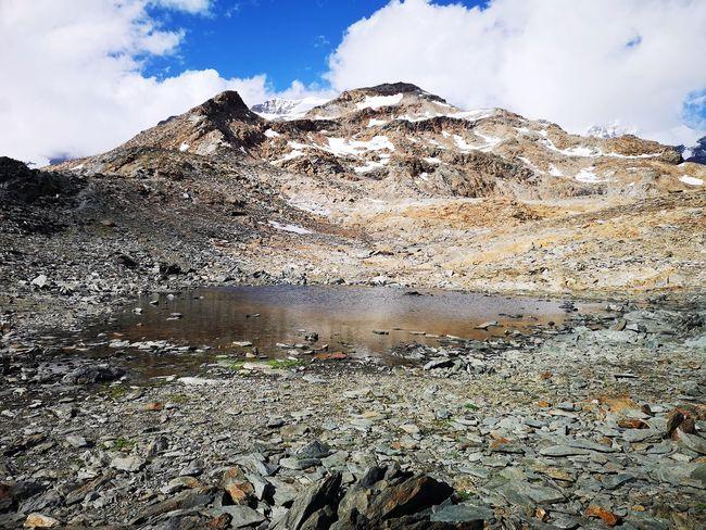 Ad una quota di circa 3300 metri inizia la prima neve lungo il tragitto. Mountain Snow Sky Cloud - Sky Landscape Mountain Range Snowcapped Mountain Rocky Mountains Mountain Peak
