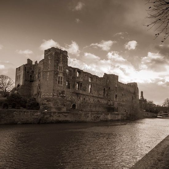 Phonto Newark Nottinghamshire Architecture Castle History Ruins K8marieuk January January2015 Sepia Old Canoneos700d Tamron10_24 Water River Trent  Rivertrent Newarkontrent