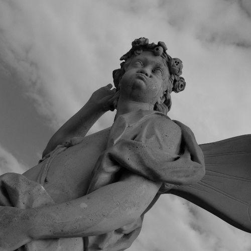 Что-то я вас плохо слышу! I can't hear you! графично и скульптурно чернобелое Чб монохром петергоф петербург санктпетербург скульптура sculpture graphically blackandwhite bnw vk fujifilm_xseries fujifilmx20