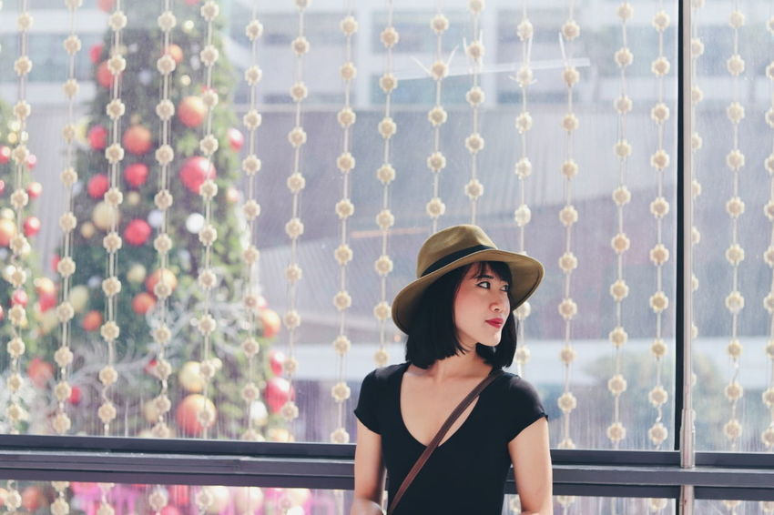 Love Xmasiscomming Photoshoot Beautiful VSCO Canon Fun Photography Portrait Adult One Woman Only Hat Mid Adult One Person Fashion Outdoors Beautiful Woman Women People Headshot
