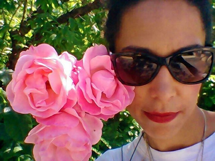 Self Portrait Around The World Paris That's Me Getting Inspired EyeEm Best Shots France Loveisintheair Promenadeplantee Pink Rose Iloveyou copyright Gwenaelle Sachet