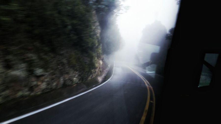 @travel viaje carretera neblina