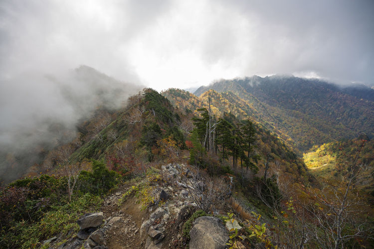 秋の戸隠キャンプ場から、高妻山と乙妻山 高妻山 長野県 戸隠連峰 戸隠 Mountain Mountain Peak Mountain View Mountaineering Mountaineering Landscape Mountaineer Landscape Landscape_photography Nature Nature Photography Mountain Photography Autumn Autumn colors 10月 October