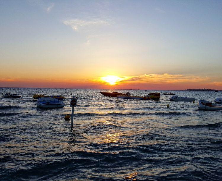Sunset Sea Horizon Over Water Orange Color Sky Sun Nature Tramonto Bellissimo Sunsetphotographs Sunset_pics Tramonto Cielo Sunset Lovers Sunset_collection