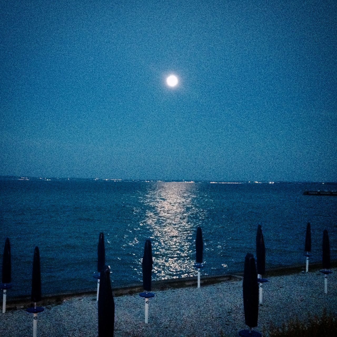 moon, sea, scenics, nature, beauty in nature, tranquil scene, horizon over water, water, tranquility, night, no people, sky, outdoors, clear sky, moonlight, astronomy