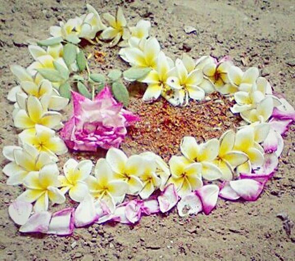 رومانسية مصنوعة من الورود