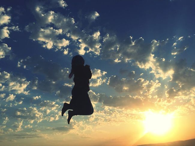 Sunset One Person One Woman Only Sport Cloud - Sky Only Women Full Length Adult Sky Silhouette Outdoors Women People Jumping Summer Adults Only Gokyuzu Bulut g Exercising One Young Woman Only Golf Club Nature Günesin Dogusu Günesinbatisi Gunesi Beklerken Breathing Space