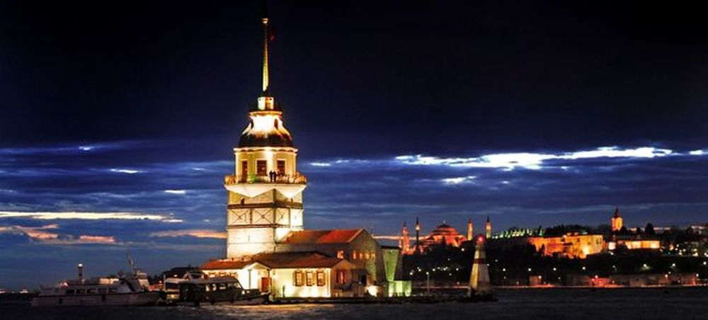 Kız kulesi - Girl Tower Istanbul Istanbul Turkey Istanbulda1yer Istanbulove Istanbulcity Istanbullife Architecture Built Structure Building Exterior Religion Tower Spirituality Place Of Worship Sky Church Cloud - Sky Spire  Illuminated Tall - High Cloud Outdoors Cloudy Steeple Tall Storm Cloud