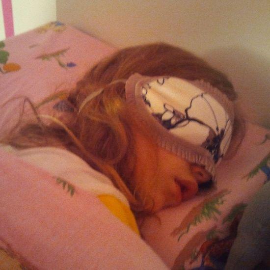 Onokad joj smeta svetlo dok spava Slepy Beauty Mia patch