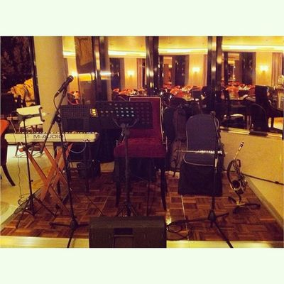 Birthday Party .. Gigs Band Keysplayer Keyboard Bandung Bandung Bhismamoo Thesuitcase_mo Weddingband Event Cafe