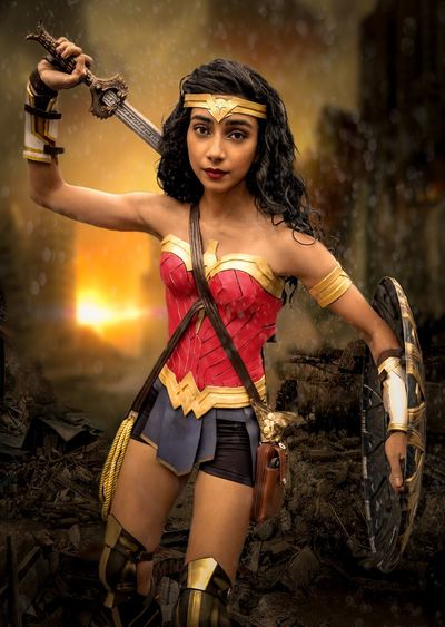 Wonder Woman Nycc2018 NYCC Cosplayer Cosplay Wonderwoman Young Women Young Adult One Person Women Portrait Looking At Camera Holding Three Quarter Length Beautiful Woman Beauty Leisure Activity Focus On Foreground Hairstyle Adult