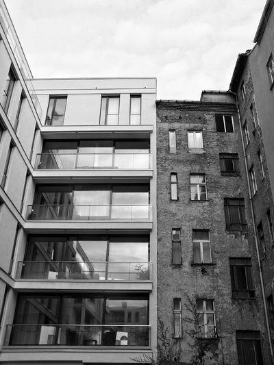 Blackandwhite Berlin Mitte Gentrifizierung Der Letzte Freiraum Zerstört Und Die Letzte Eigentumswohnungswohnung Gebaut