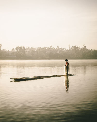 Hardwork Folkindonesia Moody Nature Folkgood Folkgreen Nature Folklore VSCO Beauty In Nature Day Wonderful Nature Wonder Of Nature Vscogood Folkscenery Nature Photography Portrait Photography Moodygrams Water Real People Outdoors Full Length Lake One Person Standing People Adult EyeEmNewHere Be. Ready.