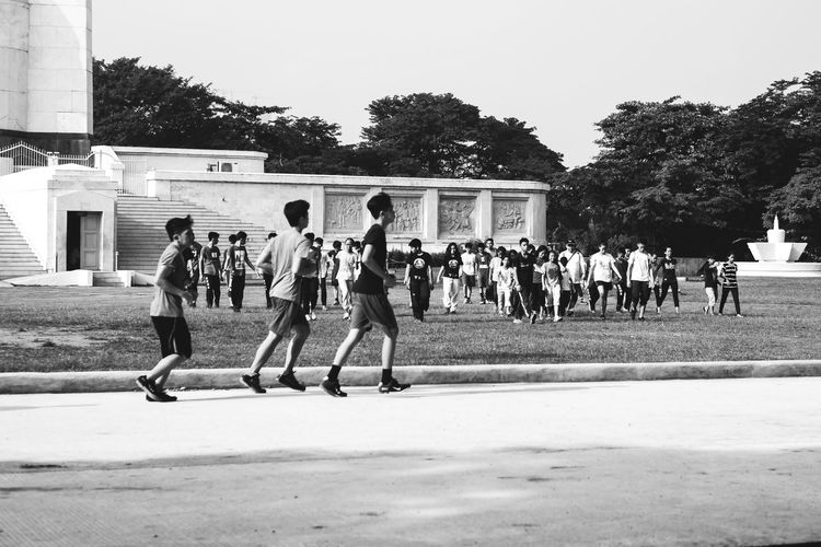 Large Group Of People Sport Real People Men Playing Baseball - Sport Outdoors Day Baseball Player Tree Teamwork Building Exterior Sportsman People Eyeem Philippines Streetphotography Blackandwhite Streetphoto_bw Xpphxgrid