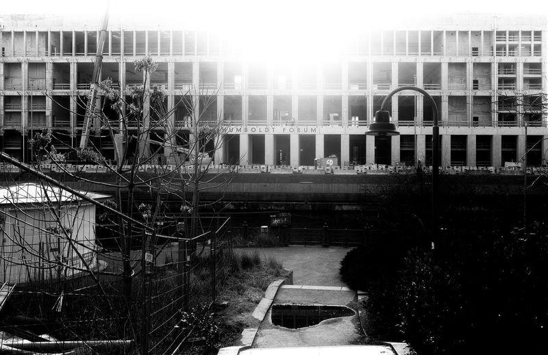 Architecture Architecture_collection Blackandwhite Humboldtforum Lamppost Monday Monochrome Under Construction... Urban Geometry