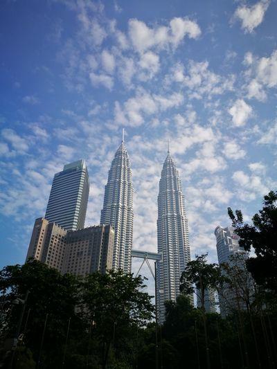Petronas Twin Towers KLCC Twin Towers Bluesky Kuala Lumpur City Center Kuala Lumpur Convention Center Kuala Lumpurskyline