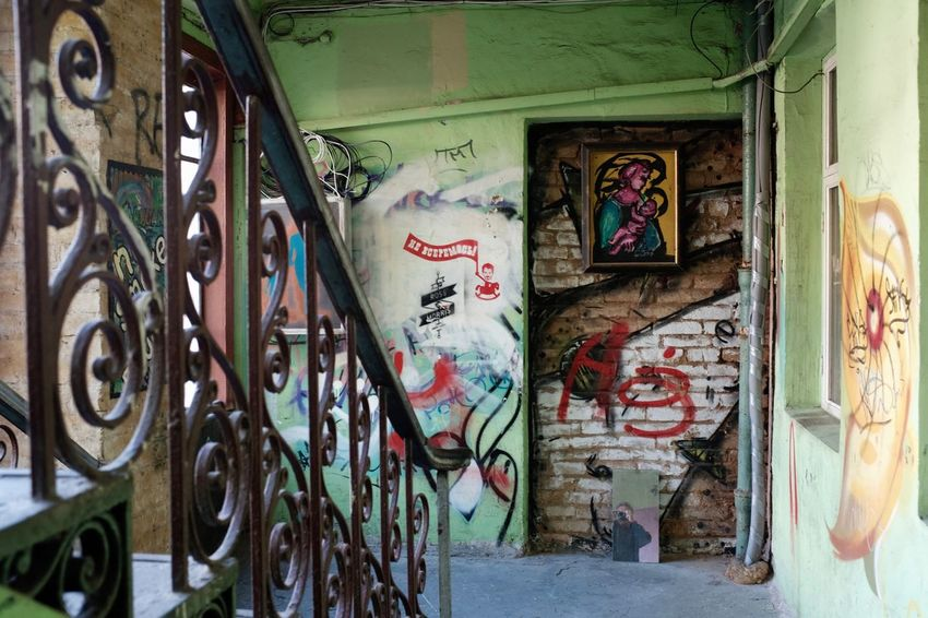 Kiev Ukraine Architecture Art And Craft Built Structure Creativity Door Graffiti Indoors  Kiew Multi Colored Mural Staircase Wall - Building Feature