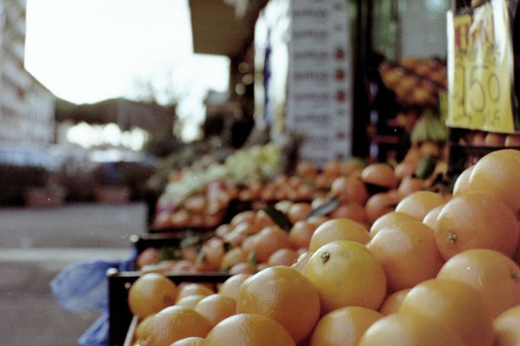 Blurry Background Film Photography Analogue Photography Lomography Fruit Fruits Orange Color Orange Oranges Selective Focus Market Food Healthy Eating Freshness Fruit Retail  Vegetable Market Stall For Sale Large Group Of Objects Close-up City No People
