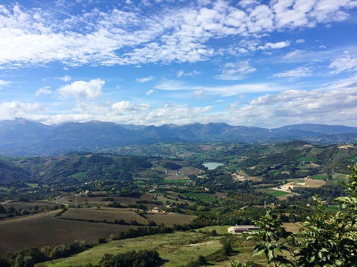 Cielo a pecorelle Cielo Cielo Y Nubes  El Cielo Y La Tierra Marche Regionemarche Paesaggio Paesaggi Paesaggimozzafiato Paesaggio Marchigiano