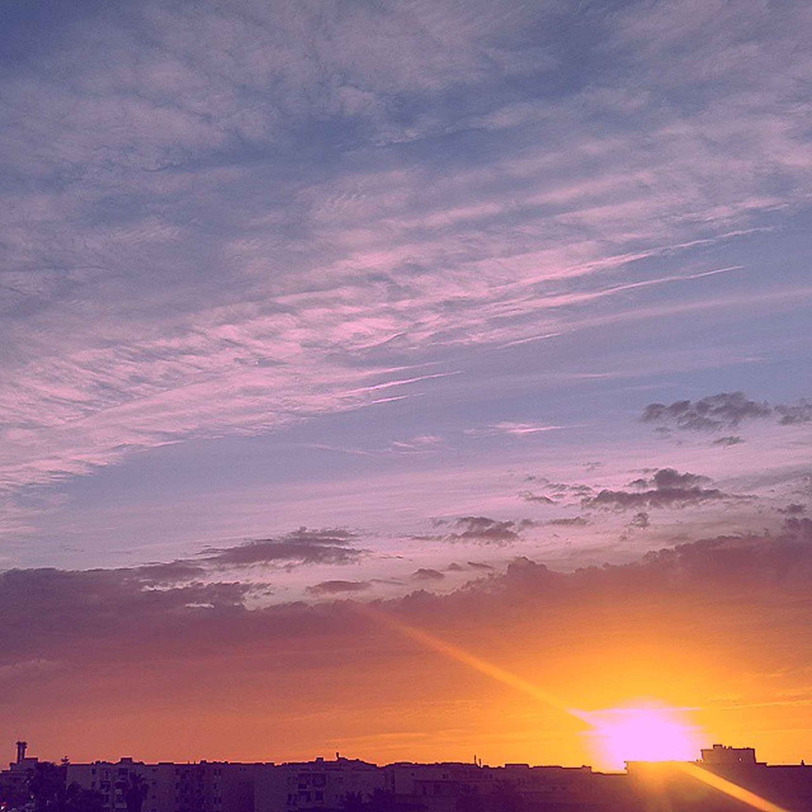 sunset, sun, silhouette, sky, scenics, beauty in nature, sunbeam, tranquil scene, tranquility, sunlight, cloud - sky, orange color, nature, idyllic, landscape, lens flare, cloud, outdoors, no people, back lit