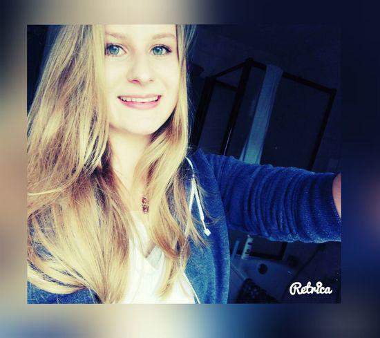 x Ich kann lächeln, auch wenn es weh tut. Aber glaub mir, das ist nur fake. x First Eyeem Photo