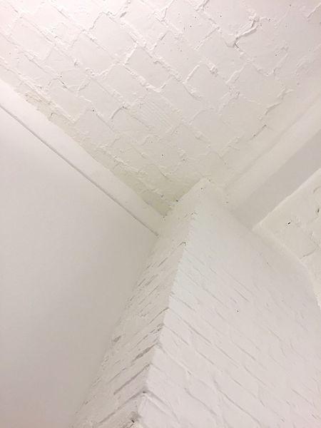 White Decke Edge Corner