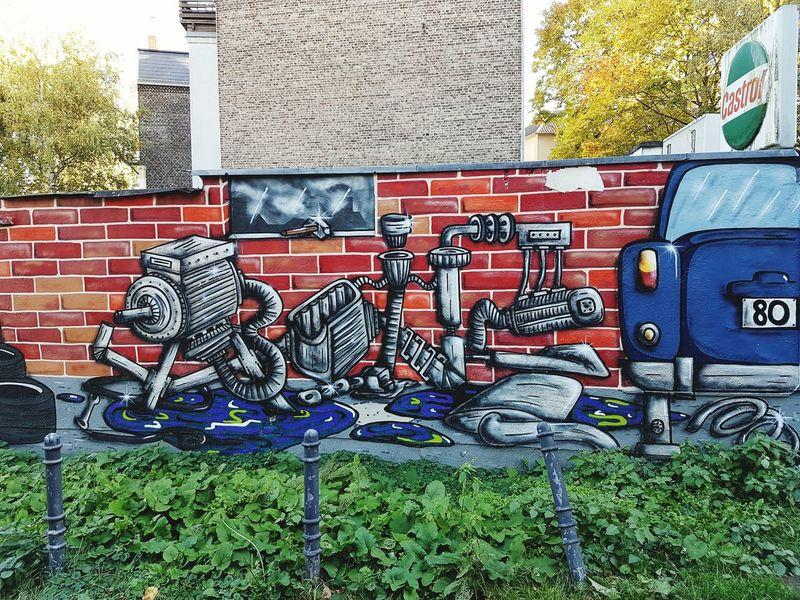 Nomen est Omen Kfz Werkstatt Graffiti Painting Street Art Cologne Köln