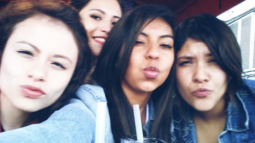 Mejores Amigas✌ Forever ♡ Taking Photos Kisses :*