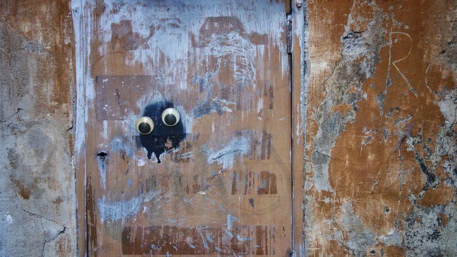 I See You ... 😮 Via Dell'Archetto Italien Italia Italy Rom Rome Roma Streetart Funny Faces Funny I See Faces Art Is Everywhere Break The Mold The Street Photographer - 2017 EyeEm Awards