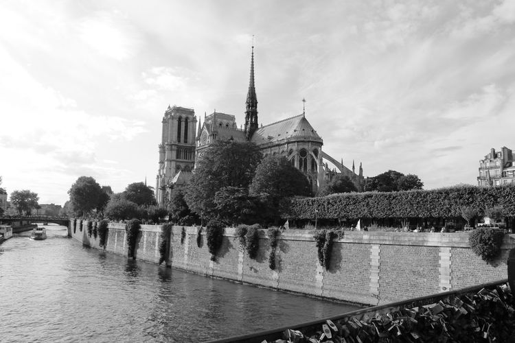 Paris, Août 2015 Blackandwhite Cathedral City Notre Dame De Paris Paris Black And White Paris Je T Aime Paris ❤ Paris, France