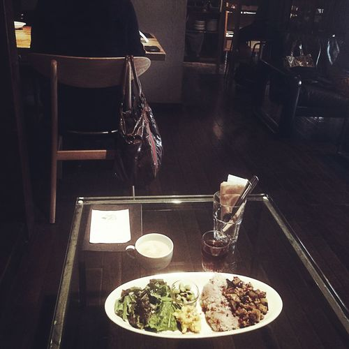 本日の日替りランチ ¥850 パットマクワ (なすと挽き肉のバジル炒め) いたらきまーふ☻☻☻ ソファ席は食べにくい?
