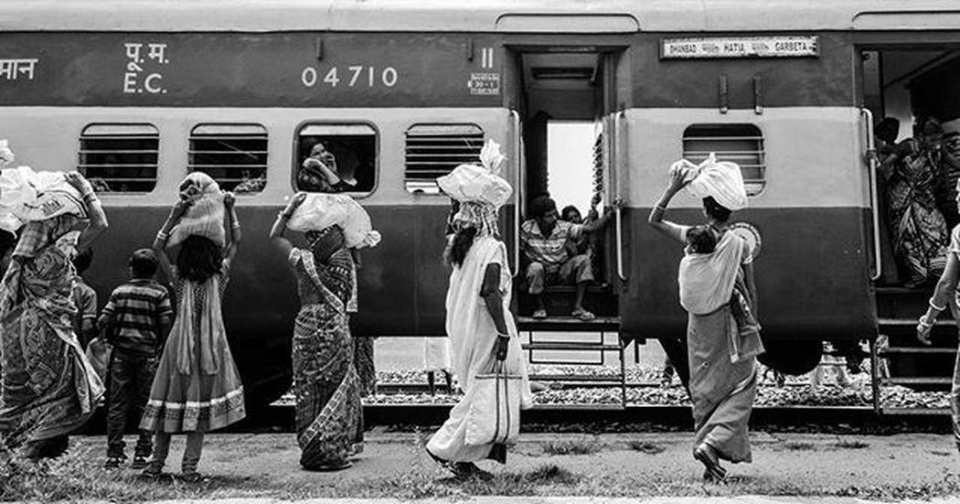 Blackandwhite Streetofindia Street Railway Women RuralIndia VillagePeople Workingwoman Monochrome Nikonschool Indianvillage _soi Soiwalks