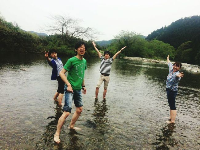 Japan Togetherness Water Fun Young Adult Casual Clothing Lake Arms Raised Young Women Enjoyment Adult People Bonding Happiness Day Full Length Friendship Mature Men Weekend Activities Adults Only Mature Adult