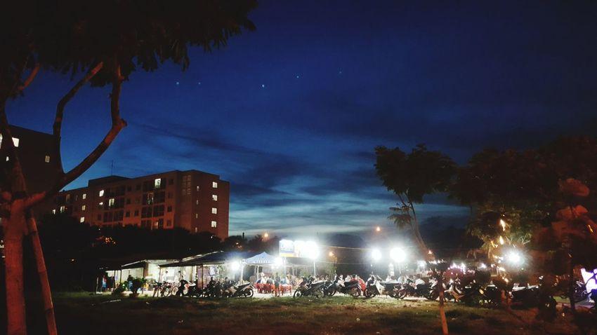 A hot night for drinking beer in Da Nang, Vietnam Outdoors Nightlife Vietnam Da Nang Lifestyle Pubs Drinking