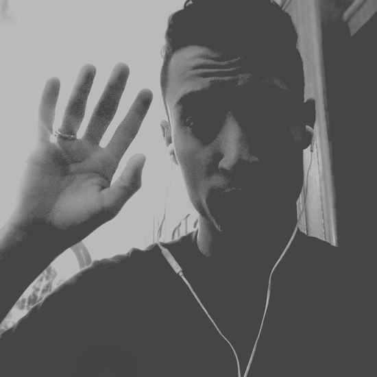 Hi! Hello World Nice Day ان لم تصل مني اليكم رسالةٌ..فلا يعني ذلك اني لا اشتاقُ..فذكراكم شغلَ قلبي ولهاً .. وعيني لأتجاهِ مسكنكم تنساقُ.... تصميمي وكلماتي مرحبا اصدقائي 🌟😊👋💝