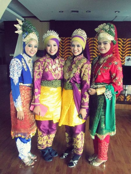 Aceh Traditional Costume Beautiful Indonesia