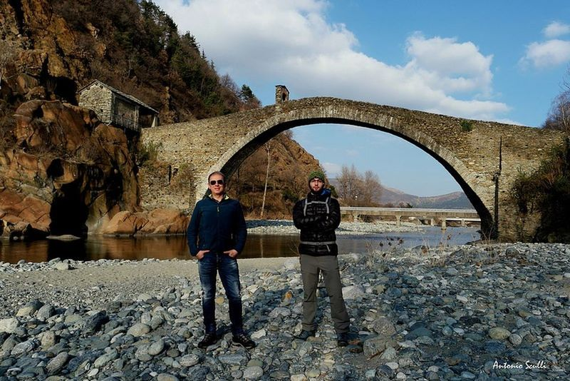 In esplorazione con mio figlio più piccolo 😂🤣 Ponte Landscape Fiume Italia Italy SamsungNX500 Samsung Adults Only Two People Standing Only Men Adult Sky Full Length