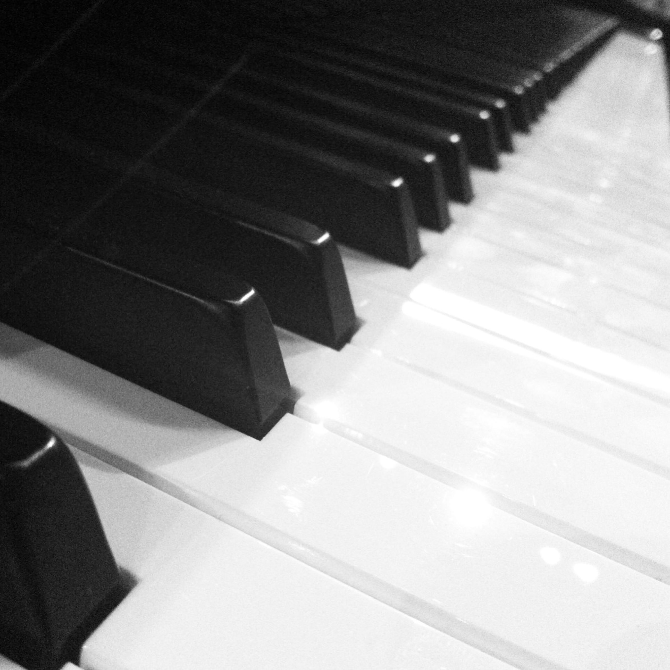 indoors, piano key, music, close-up, arts culture and entertainment, piano, musical instrument, in a row, still life, musical equipment, high angle view, selective focus, repetition, table, technology, pencil, order, part of, no people, large group of objects